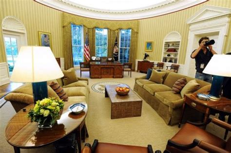 obama fait écorer le célèbre bureau ovale de la maison