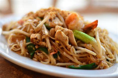 thai chicken chicken pad thai recipe dishmaps