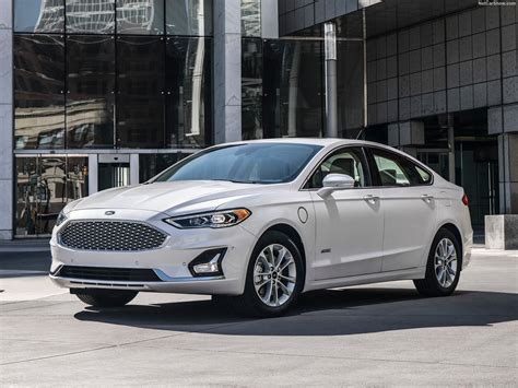 Ford Fusion (2019)  Pictures, Information & Specs