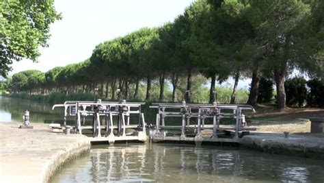 canile chambre lock chamber canal du midi languedoc stock