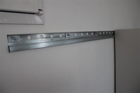 fixer meuble haut cuisine placo ordinaire conforama meubles salle de bain 14 wonderful
