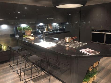 layouts  reveal  advantages    kitchen
