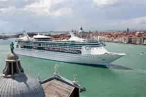 MS Grandeur of ... Royal Caribbean
