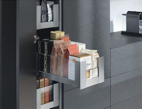 voorraadkast keuken opbergruimte met de nieuwe voorraadkasten blum