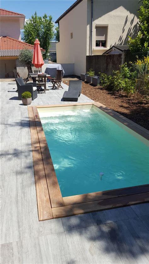 mini piscine avec margelle en bois exotique  terrasse