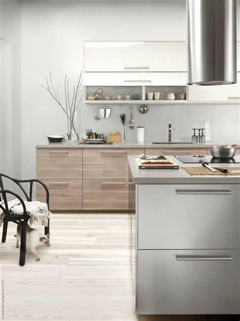 cuisine ikea creme metod kök med brokhult ljusgrå valnötsmönstrade lådfronter