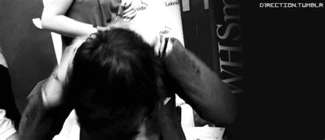 harry styles flipping his hair onedirectionfeels