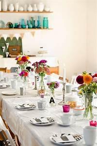 Tischdeko Schwarz Weiß Ideen : kaffeetafel tischdeko zur einschulung mit dahlien und deko in schwarz und wei table deko ~ Bigdaddyawards.com Haus und Dekorationen