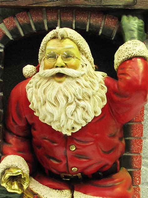 Resin Santa In Fireplace Decor - 1.5m   Large Decor ...