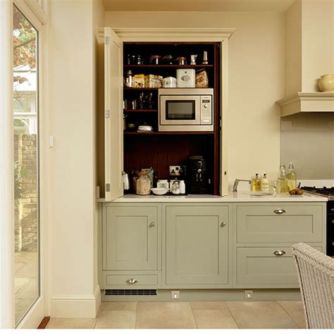 Traditionalstule Cream And Green Kitchen With Concealed
