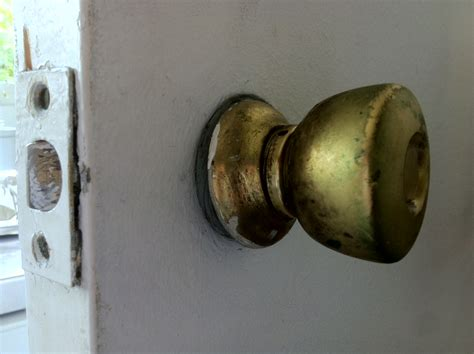 vis relieuse poignee de porte d 233 monter une poign 233 e bouton de porte