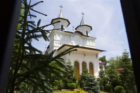 Catedrala INALTAREA DOMNULUI – Бакэу, Румыния. Рядом с Mgineni – Фотографии на карте.