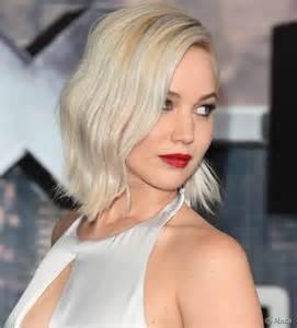 coupe de cheveux court pour femme le blond platine le retour de la tendance coloration beauté fr