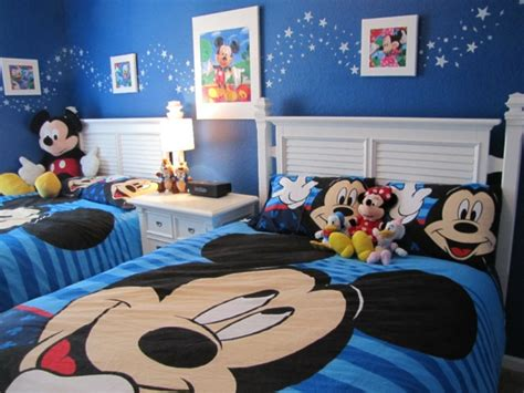 chambre mickey mouse décoration chambre mickey mouse