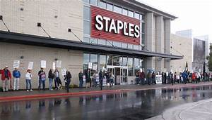 Staples Picketers Protest Privatization of Post Offices ...
