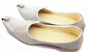 Pin By Yadavkamleshgems On Shoes Indian Shoes