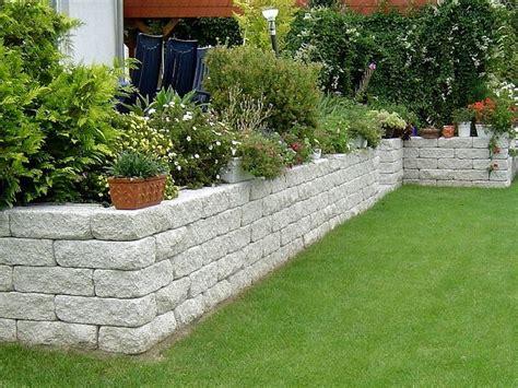 terrasse mit mauer die 25 besten ideen zu steinmauern auf gartenmauer stein steine f 252 r gartenmauer