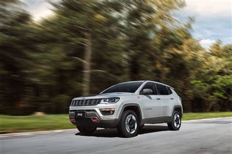 jeep compass 2017 trailhawk 2017 jeep compass poses for the camera in all trim levels