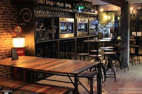table de cuisine avec banc un bar à vins d 39 inspiration loft industriel edwige