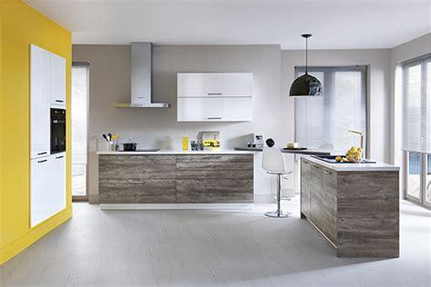 cuisine mur gris jaune en déco nouvelle tendance schmidt