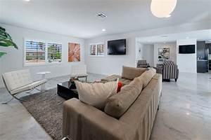 decoration et design du salon moderne en 107 idees superbes With tapis jaune avec canapé au sol