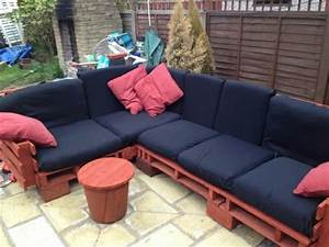 Paletten Couch Kissen : diy sofas aus europaletten 13 thematische bastelideen ~ Orissabook.com Haus und Dekorationen