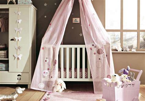 voilage chambre bebe déco chambre bébé le voilage et le ciel de lit magiques
