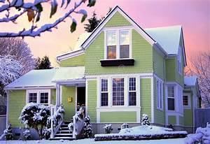 Haus Mit Dem Rosa Sofa : viktorianisches haus am sonnenaufgang mit schnee stockbild ~ Lizthompson.info Haus und Dekorationen