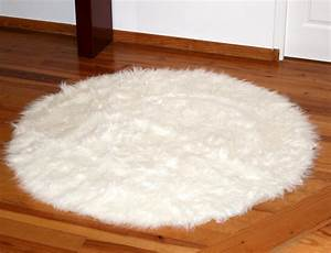 tapis rond en peau de mouton synthetique blanc facon With tapis rond blanc