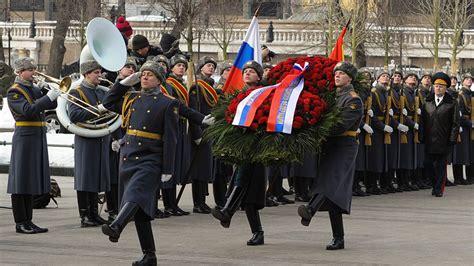 В наши дни 23 февраля поздравляют всех мужчин. День защитника Отечества: история и традиции праздника ...