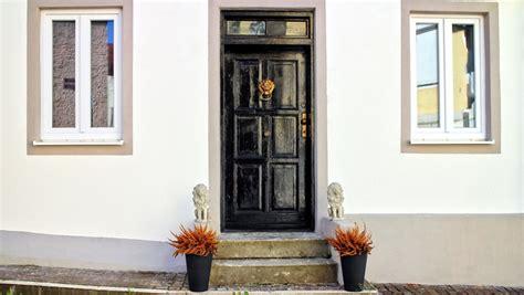 Dekorasi Pintu Unik Agar Rumah Lebih Nyentrik  Rumah Dan