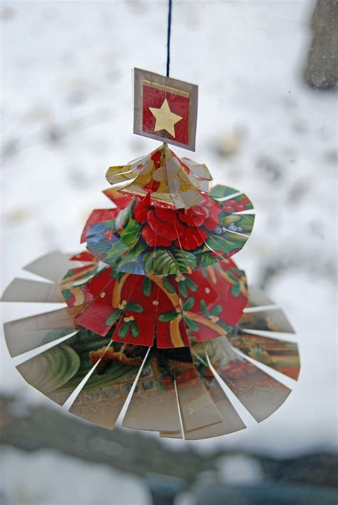 These are an easy christmas craft for kids to make too! Recycled Christmas Card Crafts for Festive Friday - thinlyspread.co.uk