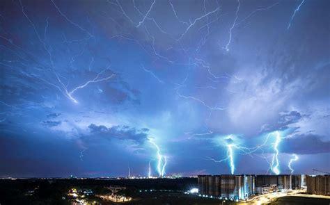 stunning  capture monster lightning strikes