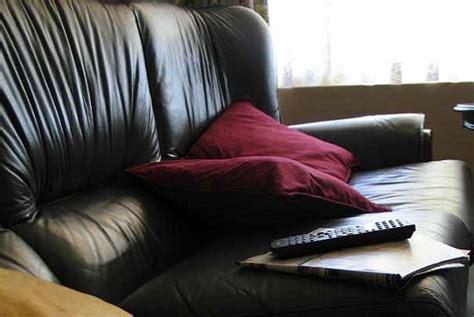 comment entretenir un canapé en cuir noir comment entretenir un canapé en cuir