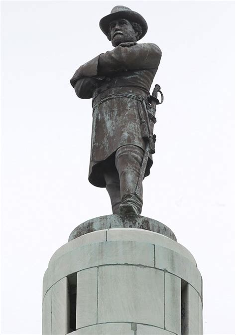 New Orleans Robert E. Lee Statue Removed