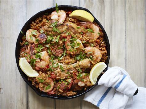 authentic spanish paella recipe genius kitchen