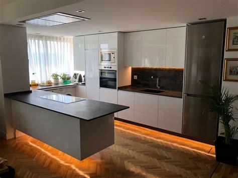 diseno de cocina moderna pequena en madrid el corte maderero