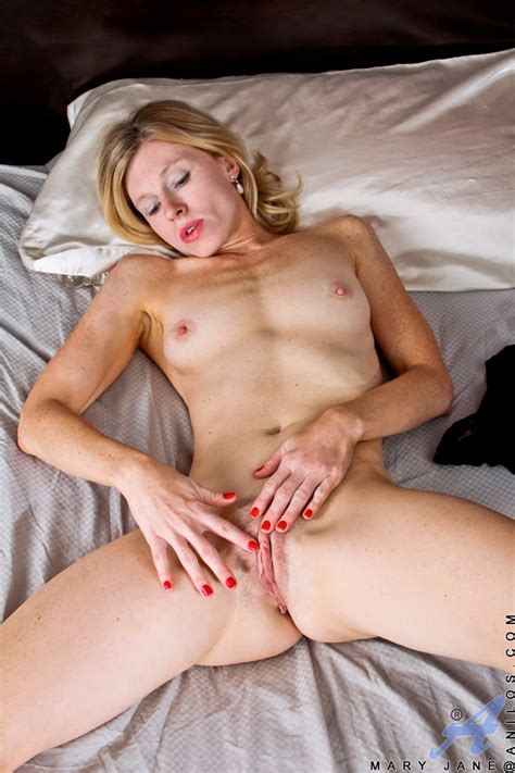 Blonde Milf Mary Jane Toying Hairy Pussy With Dildo While