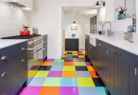cuisine coloré carrelage coloré une cuisine au carrelage multicolore