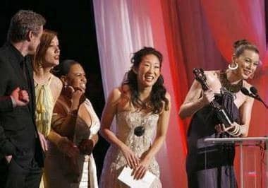 sandra oh receiving golden globe sandra oh to lead new bbc america thriller killing eve