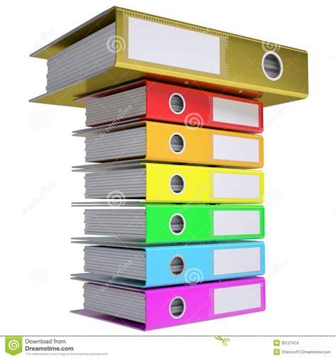 sur le bureau une pile de dossiers de bureau dossier d 39 or sur le dessus