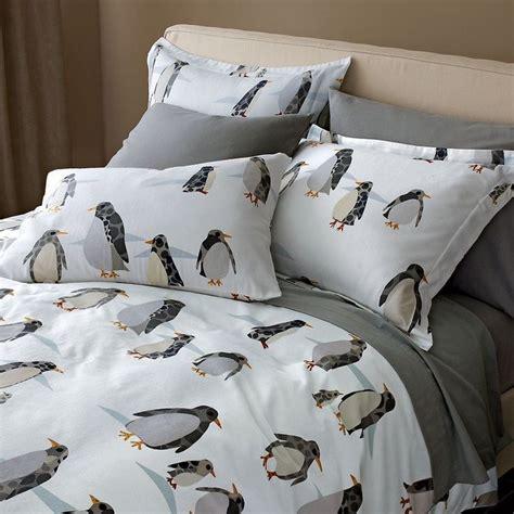 Kiren Pinguin Set penguin promenade flannel sheets found via