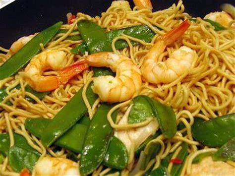 cuisine chinoise au wok recette wok de nouilles chinoises aux crevettes et