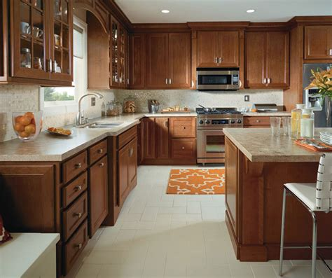 kitchens with cherry cabinets traditional kitchen with cherry cabinets homecrest 6609