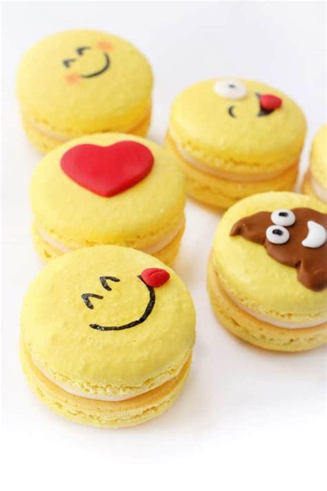 emoji cakes emoji dessert party ideas