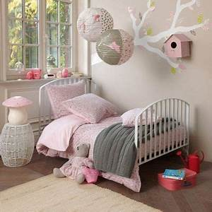 Chambre Fille 8 Ans : une chambre de petite fille pour voir la vie en rose c t maison ~ Teatrodelosmanantiales.com Idées de Décoration