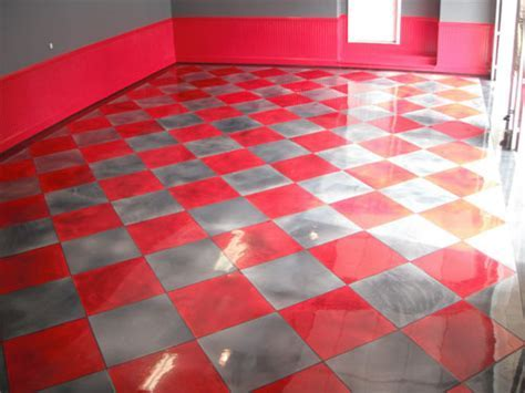 Metallic Red and Gray Tile Pattern Adds Pizzazz to Garage