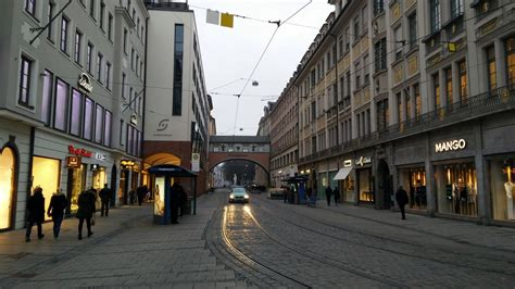 Walking tour around Munich Old Town : Germany   Visions of ...