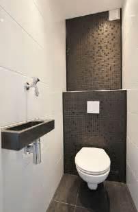 downstairs bathroom decorating ideas le carrelage wc se met à la couleur pour faire la déco