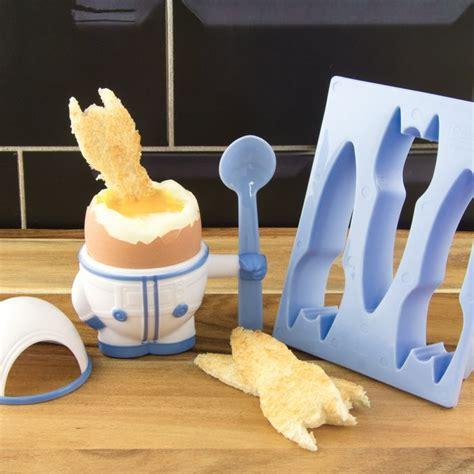 objet insolite cuisine kit coquetier design en forme de petit astronaute pour la